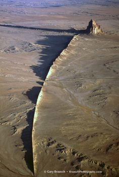 Ship Rock, New Mexico, low aerial of this great volcanic remnant and Native sacred site, 2004 - by Gary Braasch G New Mexico Homes, New Mexico Usa, Places To Travel, Places To See, Formations Rocheuses, Travel New Mexico, Land Of Enchantment, All Nature, Wonders Of The World