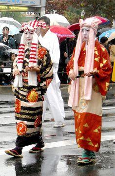 Disciples of Izumo no Okuni by fuyou-hime, via Flickr