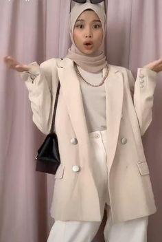 #modest #streetwear #hijabfashion #hijabioutfitscasual Stylish Hijab, Modest Fashion Hijab, Modern Hijab Fashion, Street Hijab Fashion, Hijab Fashion Inspiration, Muslim Fashion, Modesty Fashion, Hijab Style, Mode Hijab