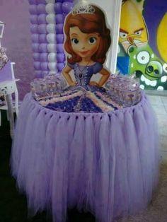 mesa com tule princesinha sofia