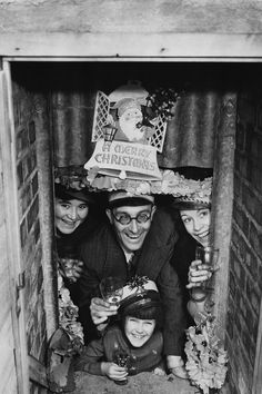 Christmas in a WWII backyard bomb bunker | 1940 | #vintage #1940s #christmas