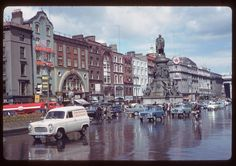 Wonderful Color Photographs of Dublin: In 1961, American photographer Charles Cushman visited Ireland & captured wonderful photos of its capital, Dublin, on color slides.