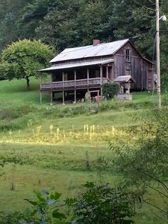 Loretta Lynn's Home place! Butcher Holler, Kentucky  My mom's brother lived in a home that looked a lot like this!