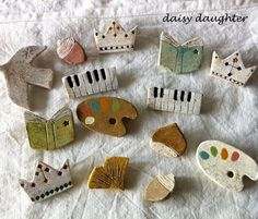 【陶土】鍵盤*ピアノオルガン ブローチ|ブローチ|daisy daughter|ハンドメイド通販・販売のCreema