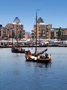 Dutch People, Fishing Vessel, North Sea, New City, 18th Century, Festivals, Plane, Friday, Boat