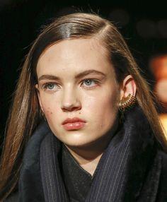 Les boucles d'oreilles anneaux multiples de Donna Karan