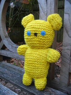 very ! yellow knit bear