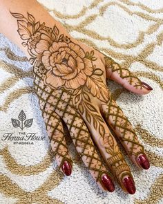 So what are you waiting for just scroll down and checkout these bridal mehendi designs for your wedding and related ceremonies! Wedding Henna Designs, Pretty Henna Designs, Latest Arabic Mehndi Designs, Floral Henna Designs, Engagement Mehndi Designs, Basic Mehndi Designs, Beginner Henna Designs, Legs Mehndi Design, Henna Art Designs