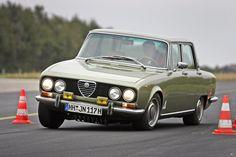 Forza, Alfa Romeo! Der Weg ist dein Ziel. Und das möglichst schnell. Der Alfa Romeo 2000 im Test.