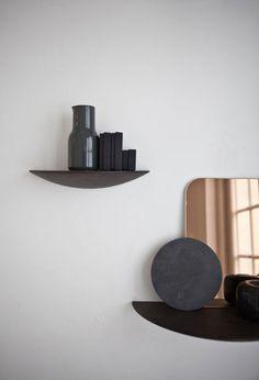 Wall decor / Interior * Minimalism by LEUCHTEND GRAU http://www.leuchtend-grau.de/2014/03/kleines-kunstwerk-der-wand.html