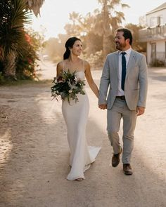 #Repost @calegrabridal Picture perfect!  Our lovely bride wearing @annageorgina  #WeddingDay #AnnaGeorginaBridal #RealBride Bridesmaid Dresses, Wedding Dresses, Anna, Wedding Day, Bridal, How To Wear, Pictures, Instagram, Fashion