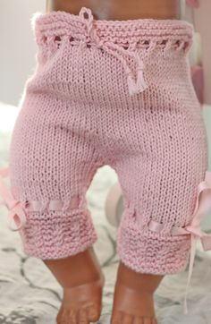 baby dolls clothes knitting patterns - doll night clothes - pyamas and night gown Puppenkleid Knitting Dolls Clothes, Knitted Baby Clothes, Crochet Doll Clothes, Knitted Dolls, Doll Clothes Patterns, Clothing Patterns, Knitted Bags, Baby Born Clothes, Girl Doll Clothes
