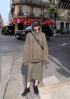 Vintage Wash Back Slit Skirt - I know you wanna kiss me. Thank you for visiting CHUU. Korean Fashion Minimal, Korean Street Fashion, Korea Fashion, India Fashion, Muslim Fashion, Asian Fashion, Ulzzang Fashion, Ootd Fashion, Modest Fashion