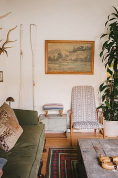 High style doesn't have to come at a high price. Here's how to incorporate rustic-looking (secondhand?) pieces into your home.