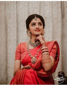 Kerala Hindu Bride, Kerala Wedding Saree, Indian Bride Poses, South Indian Wedding Saree, Indian Bridal Photos, Indian Bridal Sarees, Indian Wedding Photography Poses, Indian Bridal Outfits, Indian Bridal Fashion