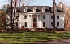 Neoclassical homes are inspired by the classical architecture of ancient Greece and Rome. These homes are large (usually two or two-and-a-half stories) and often feature a prominent portico supported by large columns. Style At Home, Neoclassical Design, Classical Architecture, Vases Decor, New Homes, Exterior, Mansions, Luxury, House Styles