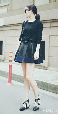 แฟชั่นสไตล์เกาหลี เสื้อแขนยาวสีดำ กระโปรงบานสีดำ