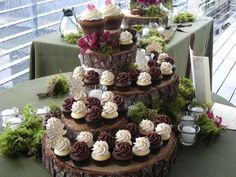 love this!! cupcakes displayed on wooden tree slices...check it out @Thelma Shaffer