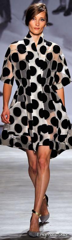 Lela Rose (Spring-Summer R-T-W collection at New York Fashion Week Lela Rose, 2015 Fashion Trends, Fashion Week, World Of Fashion, Fashion Ideas, White Fashion, Love Fashion, Fashion Show, Fashion Design