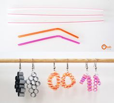 Ingeniosos pendientes reciclando pajitas de colores / Via ohoh-blog