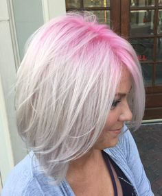 Blonde with pink roots Blonde Hair Pink Roots, Blonde With Pink, Purple Hair, Ombre Hair, Blonde Ends, Corte Bob, Fuchsia, Pastel Pink, Grunge Hair