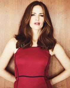 Jennifer Garner - as Amery Dovos, living in a tropical island is not all it's cracked up to be...