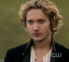 Francis from Reign: my new TV crush! Reign Cast, Reign Tv Show, Mary Queen Of Scots, Queen Mary, The Cw Shows, Tv Shows, Toby Regbo Reign, François Ii, Mary Stuart