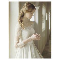 2016.9.30 * 上質なシルクサテンを贅沢に使用したクラシカルなドレス * 計算されたタックのラインが、ふっくらと軽やかなラインを作り、スタイルを良く見せてくれます♡ * ドレス名【ライリー】 * #ドレス迷子の花嫁さんを救いたい