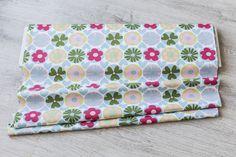 Telas de flores - Tela patchwork 1/2 metro, diseño floral - hecho a mano por Un-lloc-de-patchwork en DaWanda