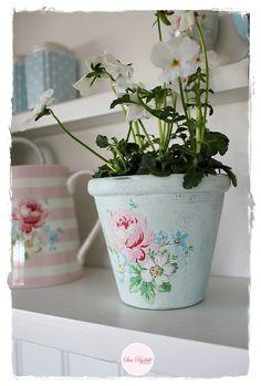 Shabby Cottage, Cottage Style, Shabby Chic, Rainbow Kitchen, Pip Studio, Emma Bridgewater, Paper Art, Planter Pots, Cath Kidston