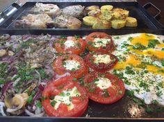 Comida en la plancheta! Bruschetta, Food And Drink, Vegetables, Ethnic Recipes, Salads, Dishes, Planks, Kitchens, Food Items