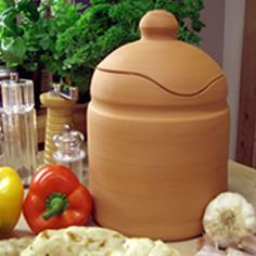 The tandoori pot is made of terracotta. This hand thrown cooking pot can be heated to the highest temperatures, so enabling you to create the effects of a traditional Indian Tandoori within your own oven.