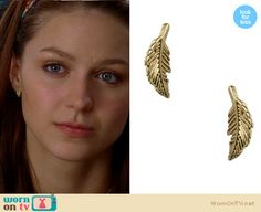 Marley's tiny gold leaf earrings on Glee.  Outfit details: http://wornontv.net/15793/