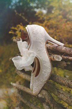 white shoes, fashion shoes, vintage weddings, something old, wedding shoes, girl fashion, girls shoes, bridal shoes, vintage style