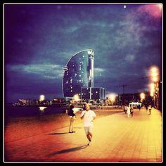 Da gusto salir a correr. Barcelona, paseo marítimo. Times Square, Barcelona, Phone, Travel, Going Out, Walks, Lugares, Telephone, Viajes