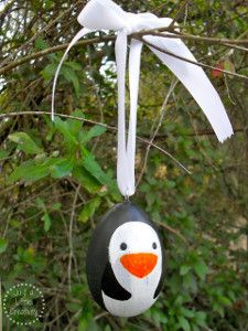 Fill your tree with wonderful winter animal crafts by letting your little artists make Painted Penguin Wood Ornaments. Every tree needs these friendly little guys to greet all of the holiday guests and help spread the holiday cheer.   AllFreeKidsCrafts.com