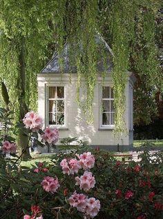An E n g l i s h . C o u n t r y garden house.