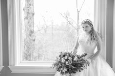 Bridal suite of Lakeside Inn for bridal portraits. Flowers by Melissa Timm Designs, Photography by Star Noir Studio