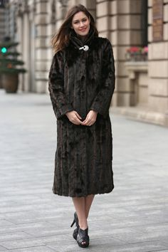 BLACK & BROWN ELEGANT AND VINTAGE LUSH MINK FAUX FUR COAT .