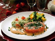 Baked salmon with champagne sauce