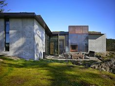 Olson Kundig Architects created a camouflaged concrete house called 'The Pierre' in San Juan Islands, Washington. The owner's affection for a stone outcropping on her. Amazing Architecture, Interior Architecture, Residential Architecture, Contemporary Architecture, Ok Design, Design Ideas, House Design, Hot House, San Juan Islands