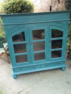 Mixed Annie Sloan Aubusson and Antibes to produce this petrol blue colour, looking bright on this Indian glazed cabinet
