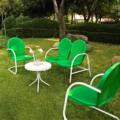 Green Seating Set. This totally reminds me of summers at my grandma's house