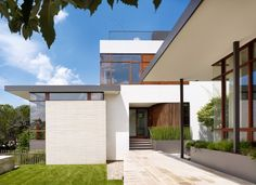 lake view residence exterior facade and architecture - Home Decorating Trends - Homedit Modern Family, Home And Family, Structural Insulated Panels, Mid Century House, Lake View, Lofts, Exterior Design, Custom Homes, Architecture Design