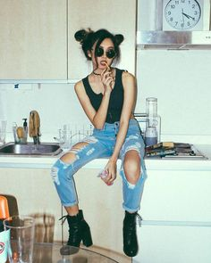 VISIT FOR MORE Ripped denim with boots are perfect for edgy outfits! Fashion Inspiration The post Ripped denim with boots are perfect for edgy outfits! Fashion Inspiration appeared first on Outfits. Mode Outfits, Casual Outfits, Fashion Outfits, Style Fashion, Jeans Outfits, 90s Fashion, Denim Fashion, Outfits With Boots, Girl Fashion