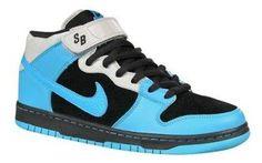 Спортивная одежда и обувь naik