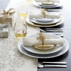 Capture the magic of the season with shimmering gold and silver plates, and sateen linens sparkling with embroidered metallic snowflakes. We've designed 12 festive holiday tables from elegant to fun, that will make you look like an entertaining pro. 'Tis the season for entertaining—open-house cocktail parties, holiday dinners, tree-trimming get-togethers, Christmas breakfast. #sweepstakes
