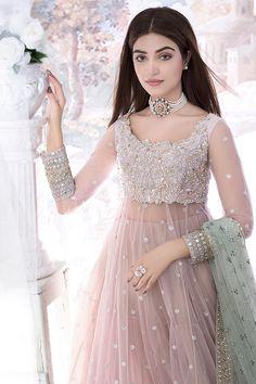 Desi Wedding Dresses, Party Wear Indian Dresses, Pakistani Fashion Party Wear, Pakistani Wedding Outfits, Designer Party Wear Dresses, Indian Gowns Dresses, Dress Indian Style, Indian Fashion Dresses, Pakistani Dress Design