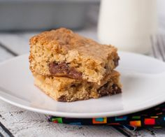 Chocolate Chip Cookie Cake Bars: soft and creamy like cake with all the flavor of a chocolate chip cookie!