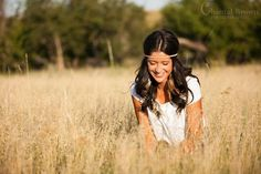 senior portraits || laughing in sunlight tall grass field